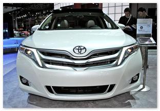 Фото бампер Тойота Венза 2013