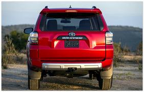 фото Toyota 4Runner 2014 (вид сзади)