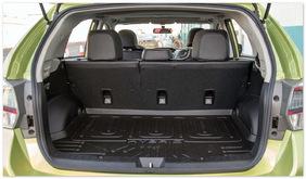 фото багажника нового Субару XV