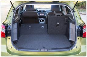 фото багажника нового Suzuki SX4
