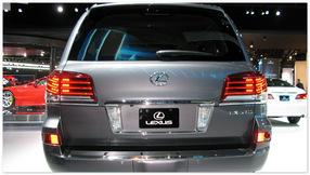 фото Lexus LX570 (вид сзади)