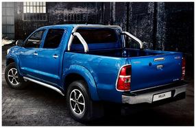 фото Toyota Hilux 2015 (вид сзади)