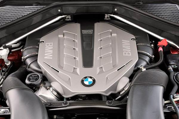 bmw-x6 моторный отсек